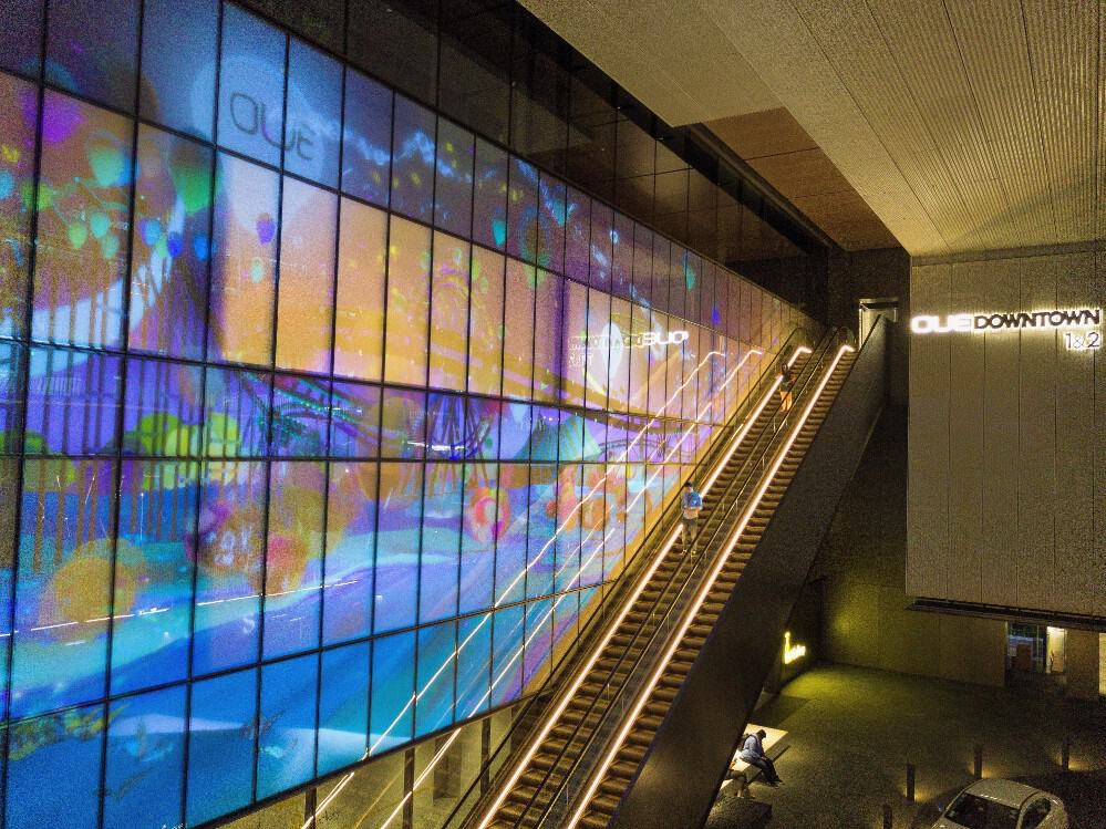 oue wall projection