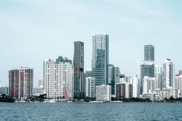 Smart Glass in Miami: Iconic Glass Buildings You Don't Want to Miss
